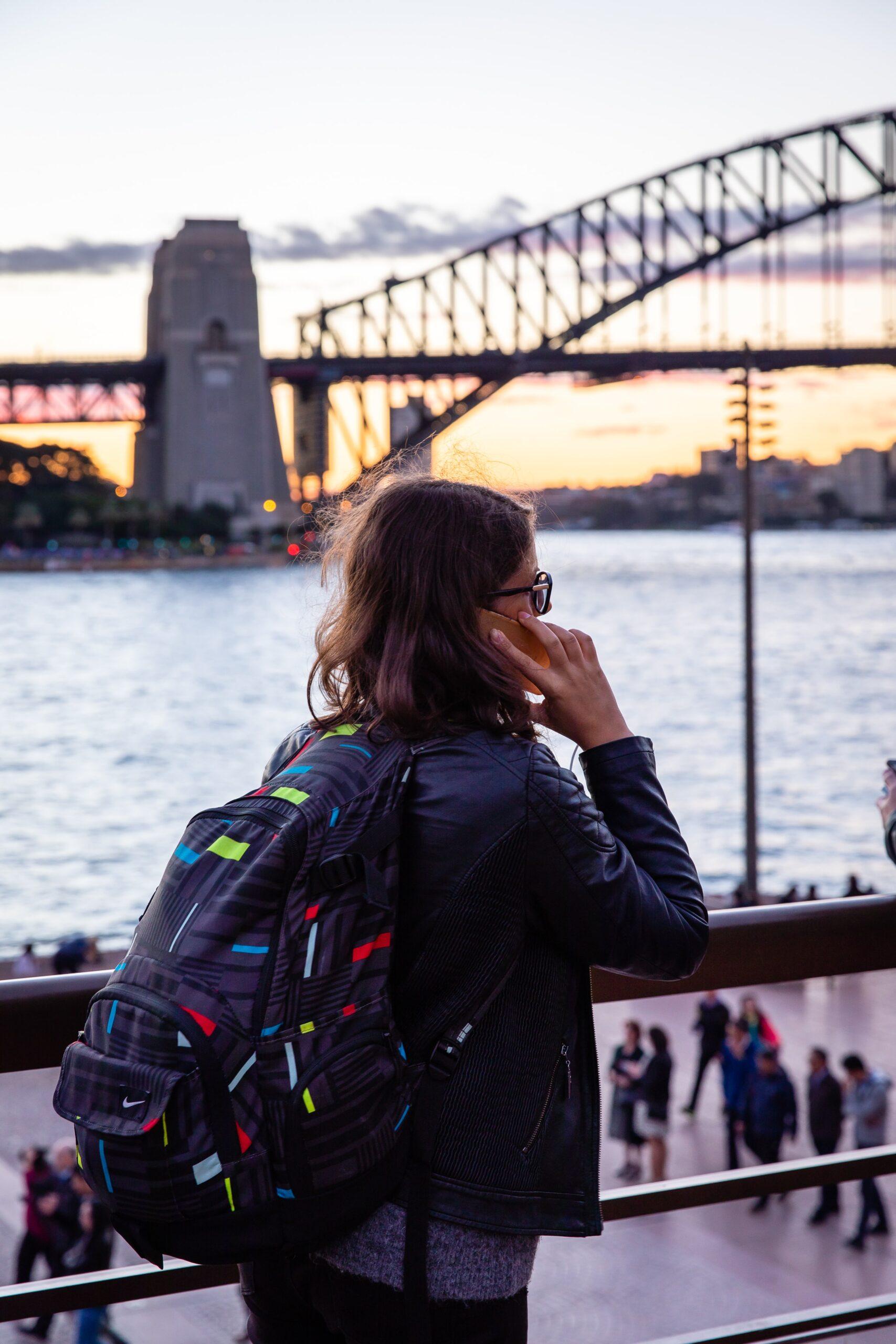 Ali preživljanje časa za ekrani najstniku res prinaša sprostitev?